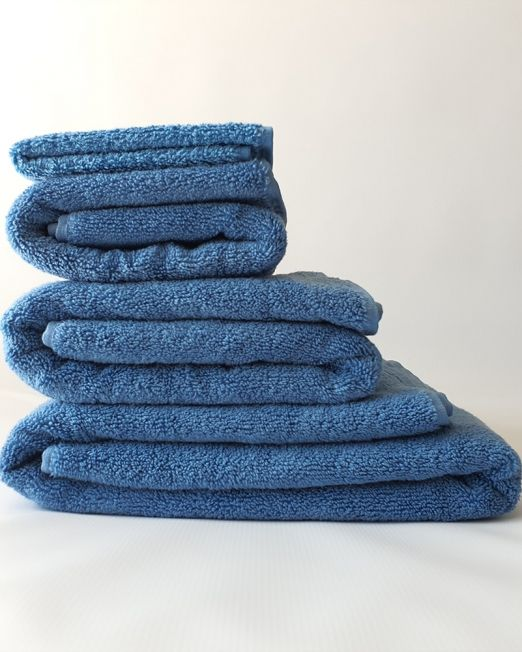 Colibri-blue-towels-2-min